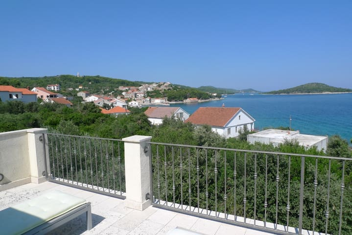 Holiday home near the sea with panoramic view