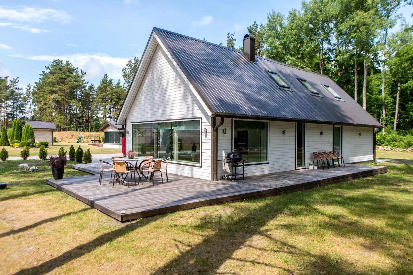 Vacation in Villa Männituka is a relaxing holiday in Saaremaa, in the middle of pure nature. At the same time only a 10 minute drive away from Kuressaare.