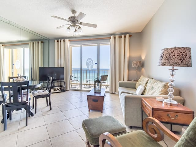 Bay view condo, Steps to the beach, Short drive to dining