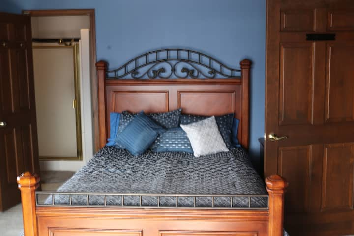 French Country Inn-Bedroom 4-Peaceful