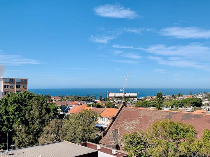 Bondi Beach Studio with Ocean View, Pool & Balcony