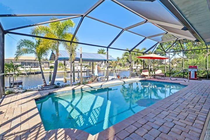 Margarita Villa 1051 - SW Cape, Matlacha Isles Pool home.