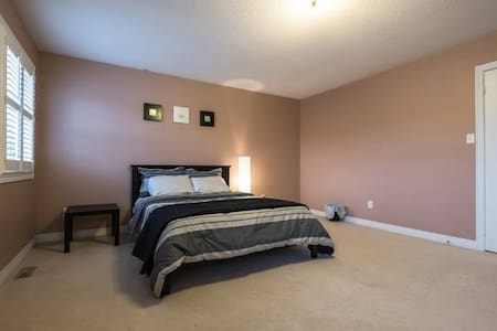 Spacious Private Bedroom with Ensuite - Brampton