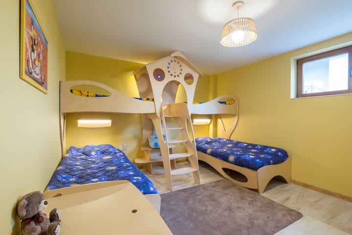 1st floor kids bedroom