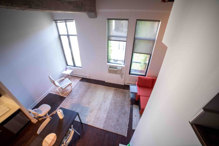 Historic high ceiling Loft in downtown Montreal