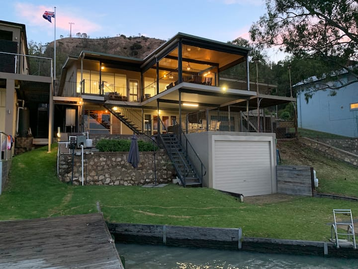 The Shack - Absolute Waterfront at Greenbanks