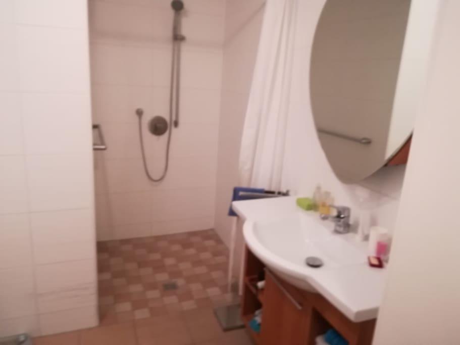 Bad mit Dusche barrierefrei