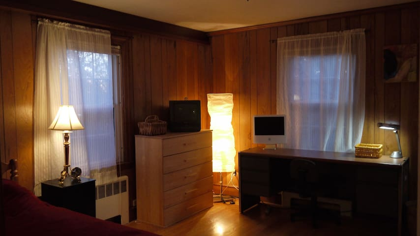 Peaceful Room near RI College - North Providence - Ev