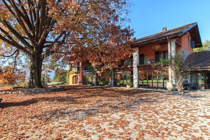 Beautiful villa in huge grounds, walk to the lake - Ispra - 別荘