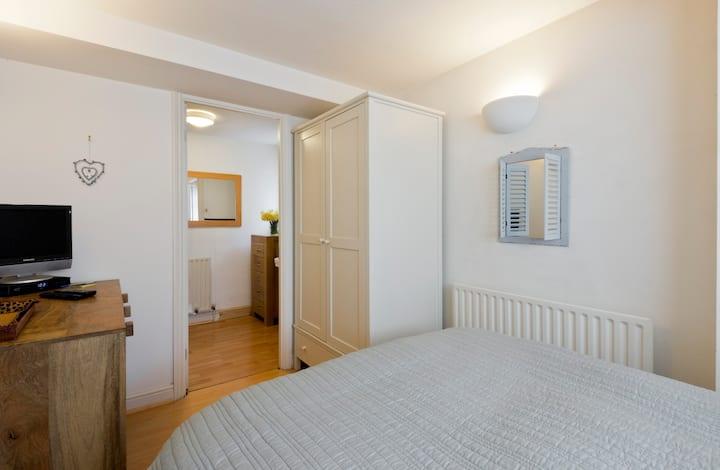 Ground floor ensuite double bedroom