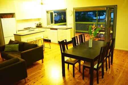 Large Tropical 3 Bdr House w/ Pool - Karama - House