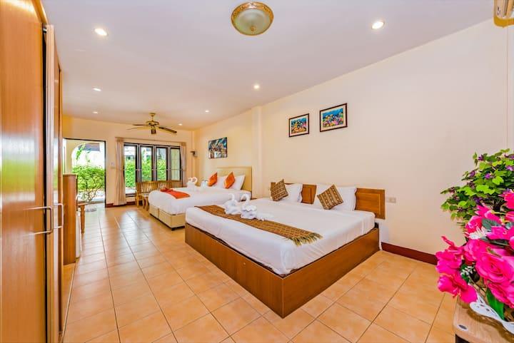 A cozy house with breakfast  kata beach