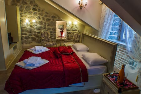 Casa Rozalija (suit with sea view attic) - Kotor - Bed & Breakfast
