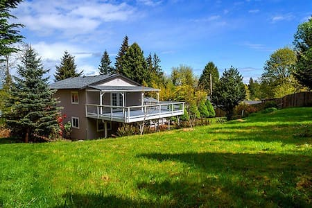 Beautiful Home w/Solarium near PSNS - Bremerton - House