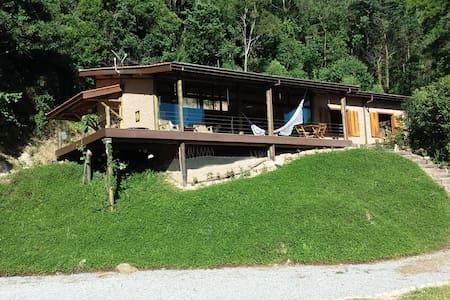 Linda casa na Serra da Mantiqueira - Joanópolis