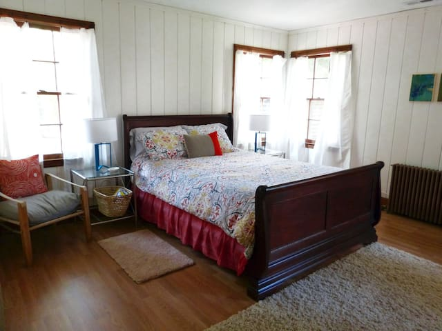 Private Bed & Bath in Cabin Retreat - Charlotte - Chalet