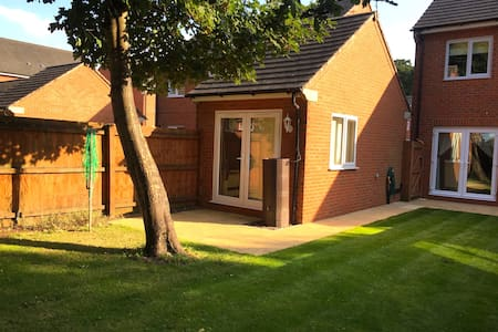 Modern Studio Near Airport & Centre - Wythenshawe - Wohnung