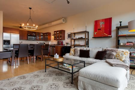 NW Pearl District loft with view! - Portland