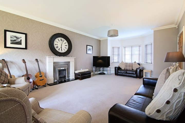 Luxurious 5 Bed Family Home - Glasgow - Hus