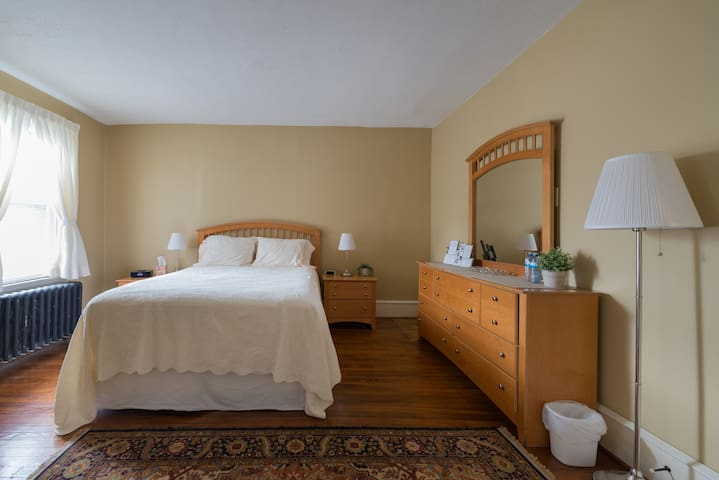 BEAUTIFUL Master Suite by Downtown, River & Park - Wilmington