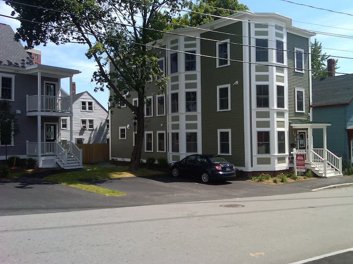 Awesome 3 Bedroom Apartment on the 3rd Floor