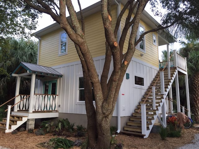 Treehouse in Historic Neighborhood - St Augustine - Apartment