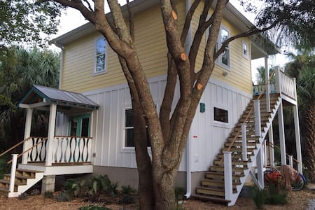 Treehouse in Historic Neighborhood - St Augustine