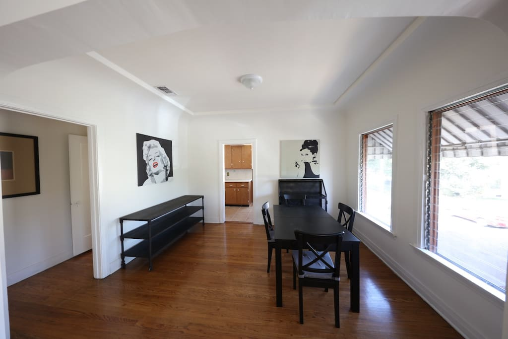Beverly Grove Spanish 2 Bedroom Apartment Apartments For Rent In Los Angele