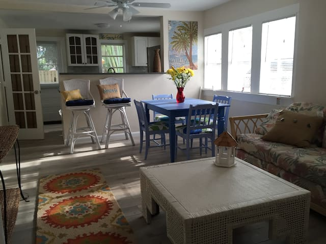 The House & The Sea Sleeps 6 - West Palm Beach - House