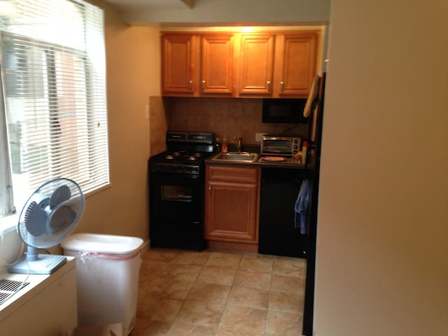 Great stove, oven, fridge, dishwasher and microwave