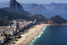 Praia Copacabana  3 blocks a way