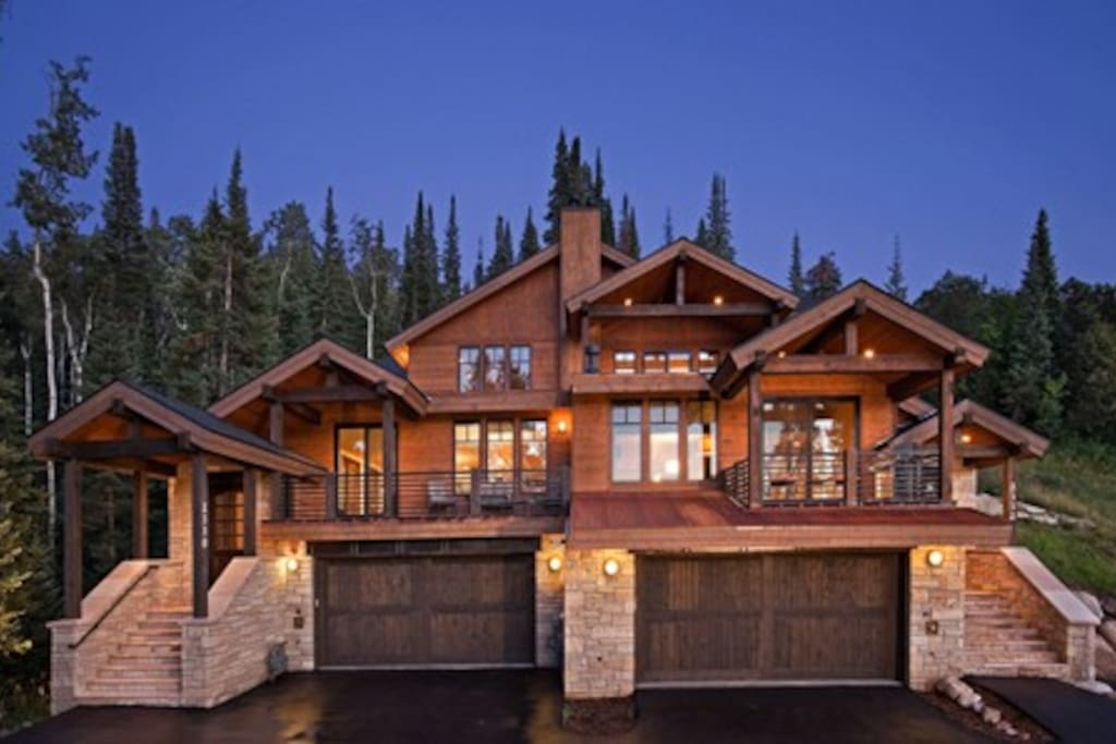 Beautiful mountain modern home houses for rent in for Modern homes colorado springs