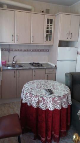 Apartamento pequeño y muyeconómico - Plasencia - Квартира