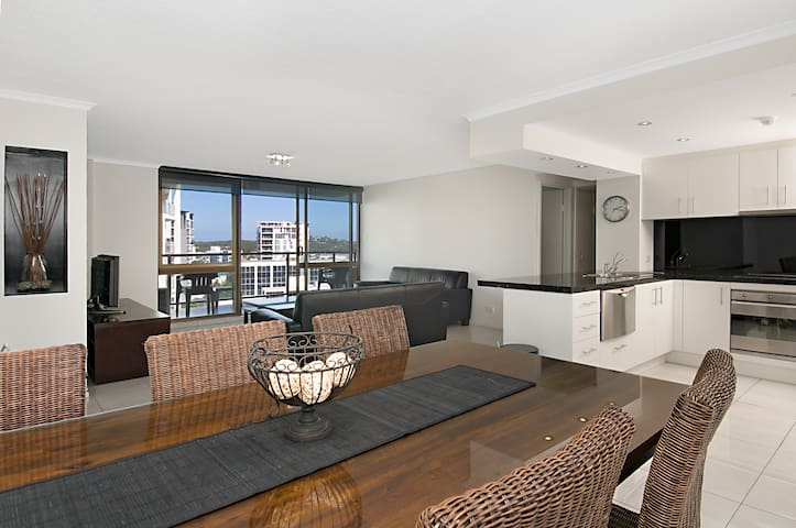 River and ocean view apartment - Maroochydore - Apartamento