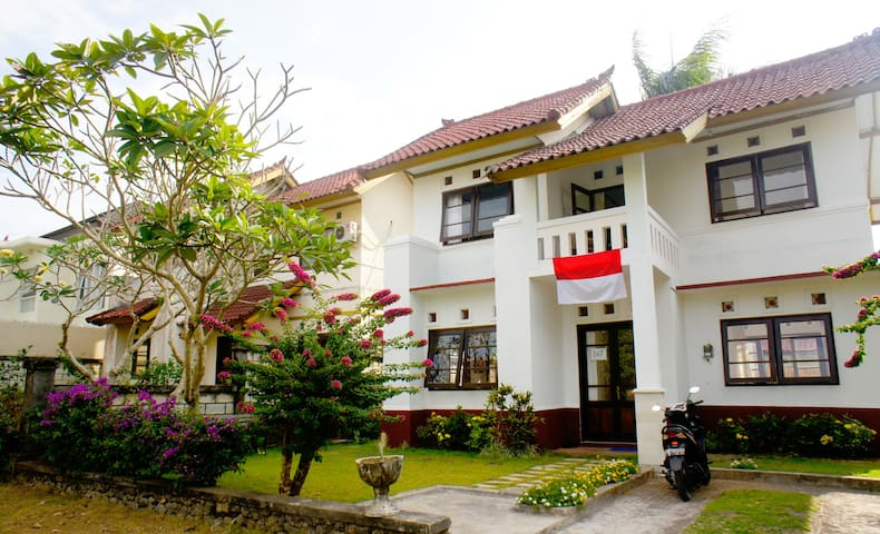 Pleasant room near Dreamland beach - South Kuta - House