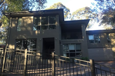 Luxurious, modern house in the bush - Wahroonga
