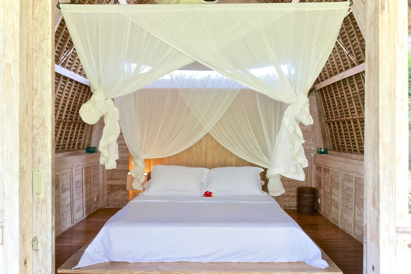 Lumbung cozy love nest, high rounded thatch ceiling, charming terrace, luxurious bathroom