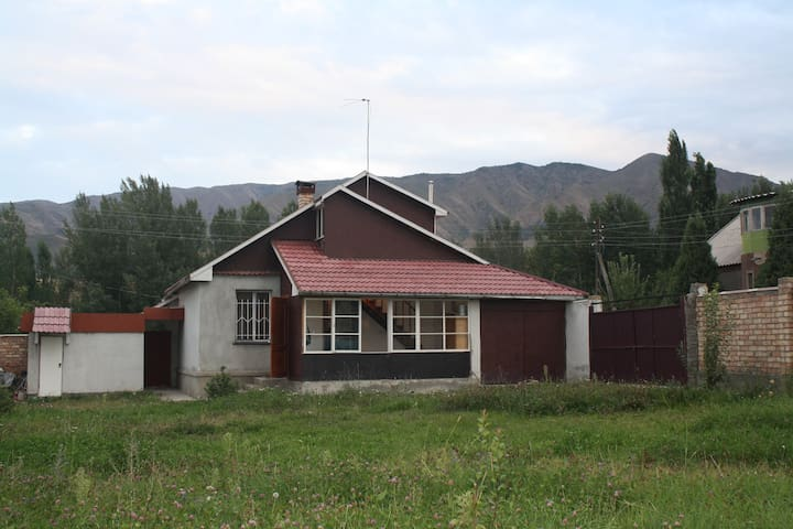Riverside house in mountains - Bishkek - Casa