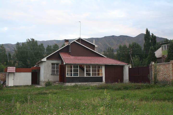 Riverside house in mountains - Bishkek - Rumah