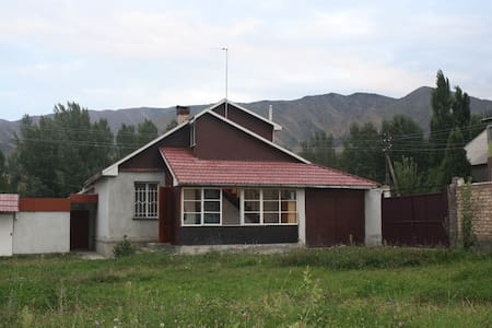 Riverside house in mountains - Bişkek - Ev