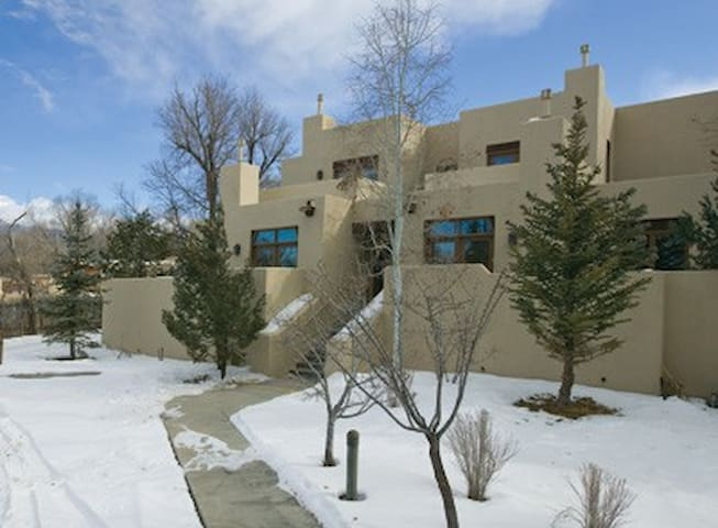 Taos NM Resort Studio, FREE WiFi! - タオス - 別荘