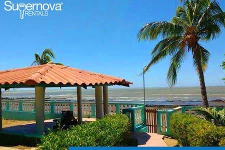 Villa Ninoska - Playa Casares - Casa
