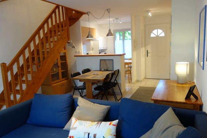 Bright split-level flat, 2 bedrooms - Merville - Hus