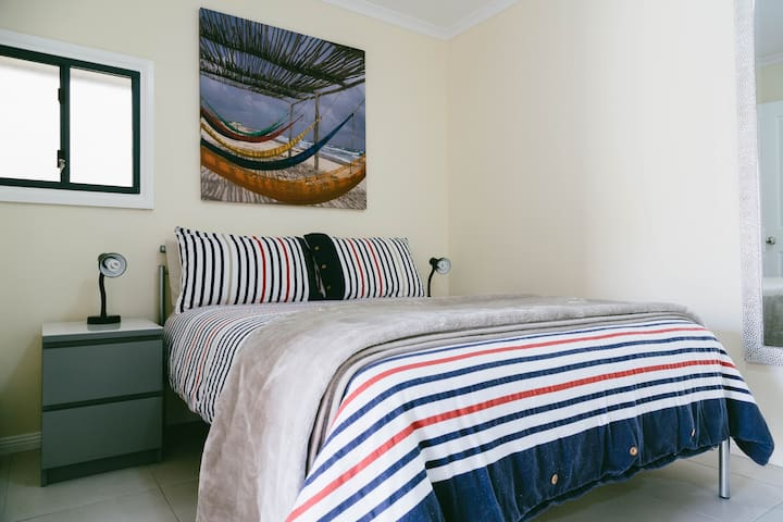 Garden Cottage in seaside suburb. - Port Noarlunga
