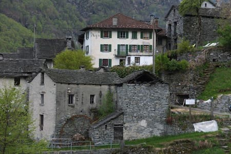 Typical Ticino house, situated at t - Linescio
