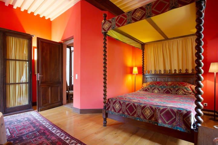 Grande chambre privée dans château renaissance
