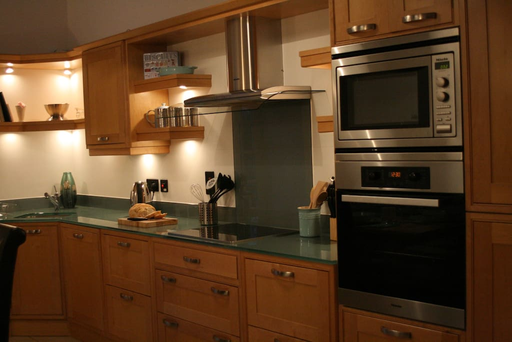 Spacious and well equipped eating kitchen