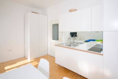 The cute, sunny apartment in the center +P - Ljubljana - Appartement