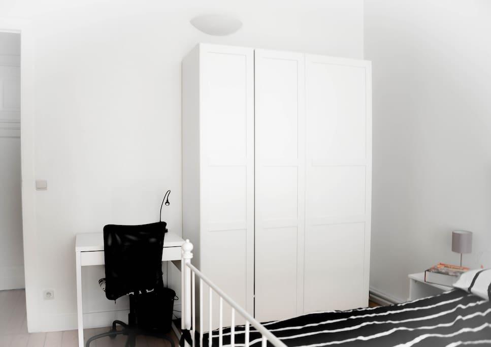 the room, la chambre