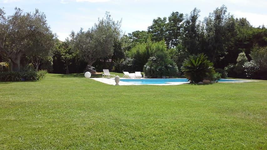Chambres dans villa avec piscine